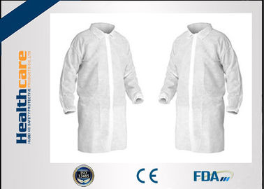 China Micropous Medical Disposable Lab Coats Press Studs Or Velcro Fastening Food Grade supplier